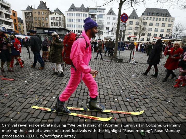 """Carnival revelers celebrate amid """"Weiberfastnacht"""" (Women's Carnival) in Cologne, Germany denoting the begin of seven days of road celebrations with the highlight """"Rosenmontag"""", Rose Monday parades. REUTERS/Wolfgang Rattay"""