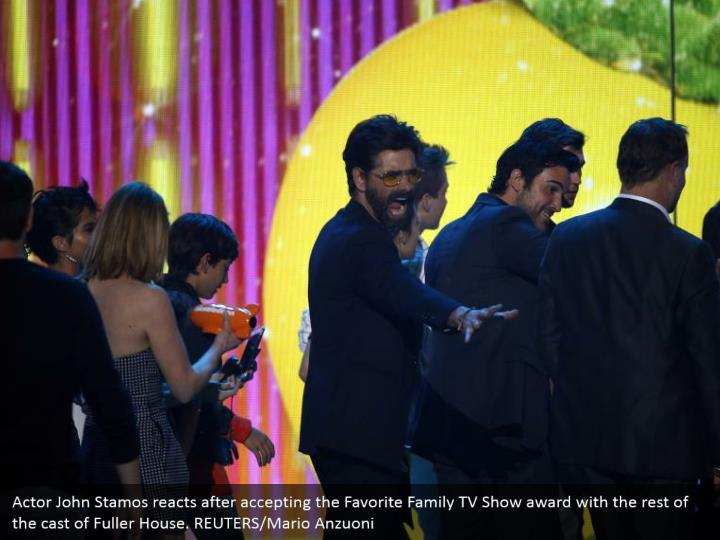 Actor John Stamos responds in the wake of tolerating the Favorite Family TV Show grant with whatever remains of the cast of Fuller House. REUTERS/Mario Anzuoni