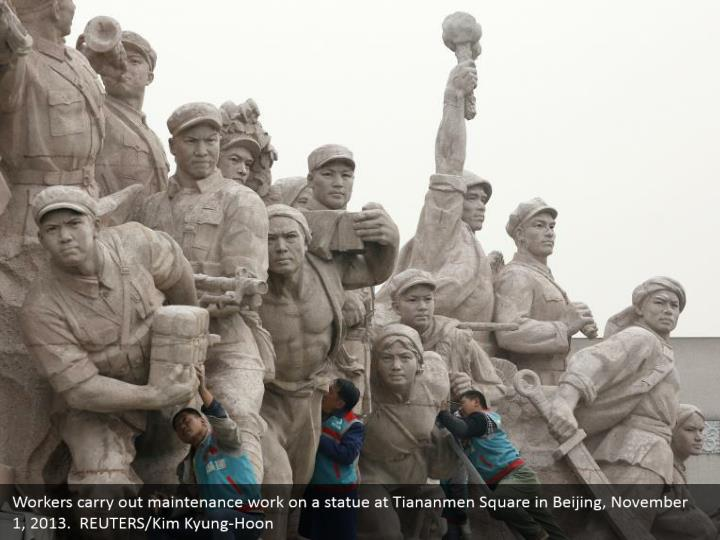 Workers carry out maintenance work on a statue at Tiananmen Square in Beijing, November 1, 2013.  REUTERS/Kim Kyung-Hoon