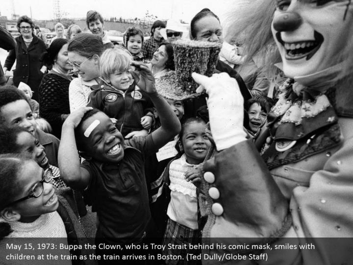 May 15, 1973: Buppa the Clown, who is Troy Strait behind his comic mask, smiles with children at the train as the train arrives in Boston. (Ted Dully/Globe Staff)