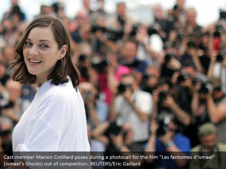 "Cast member Marion Cotillard poses during a photocall for the film ""Les fantomes d'Ismael"" (Ismael's Ghosts) out of competition. REUTERS/Eric Gaillard"