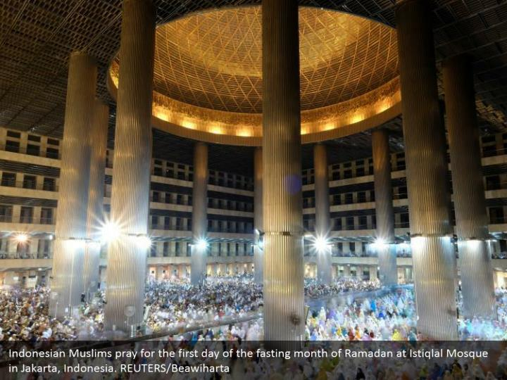 Indonesian Muslims pray for the first day of the fasting month of Ramadan at Istiqlal Mosque in Jakarta, Indonesia. REUTERS/Beawiharta