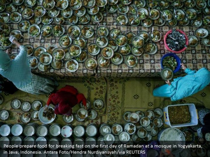 People prepare food for breaking fast on the first day of Ramadan at a mosque in Yogyakarta, in Java, Indonesia. Antara Foto/Hendra Nurdiyansyah/via REUTERS