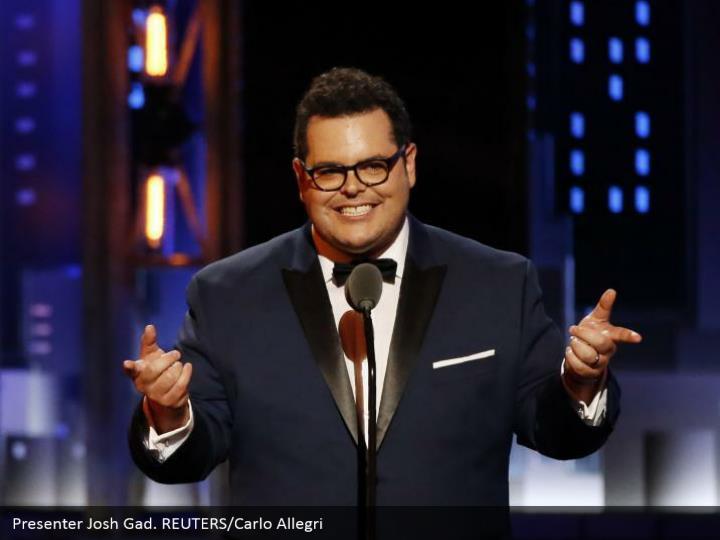 Presenter Josh Gad. REUTERS/Carlo Allegri