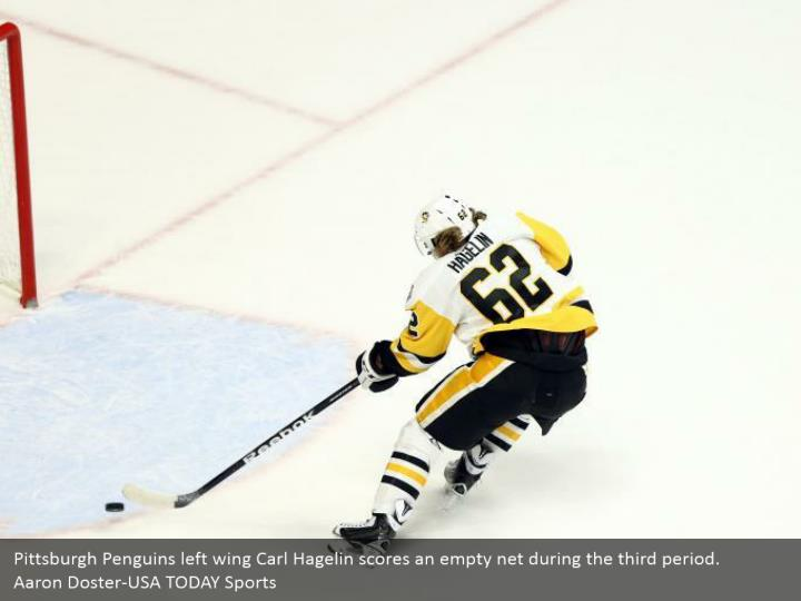 Pittsburgh Penguins left wing Carl Hagelin scores an empty net during the third period.  Aaron Doster-USA TODAY Sports
