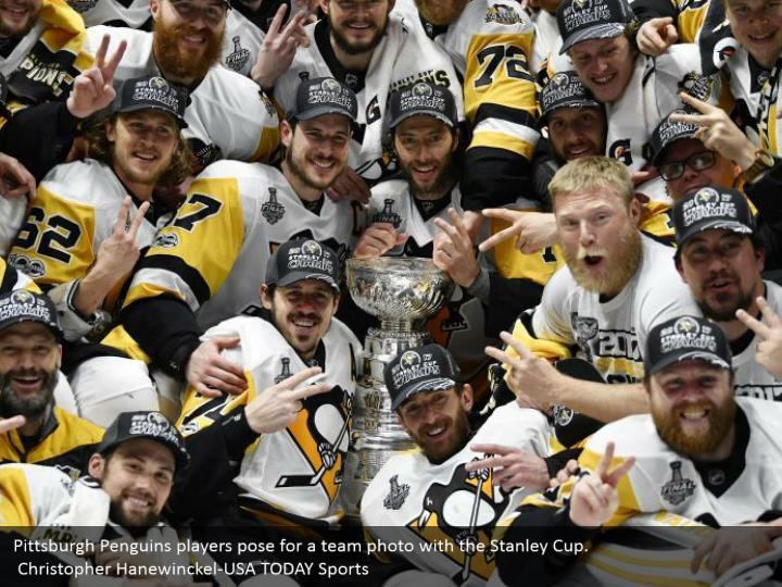 Pittsburgh Penguins players pose for a team photo with the Stanley Cup.  Christopher Hanewinckel-USA TODAY Sports