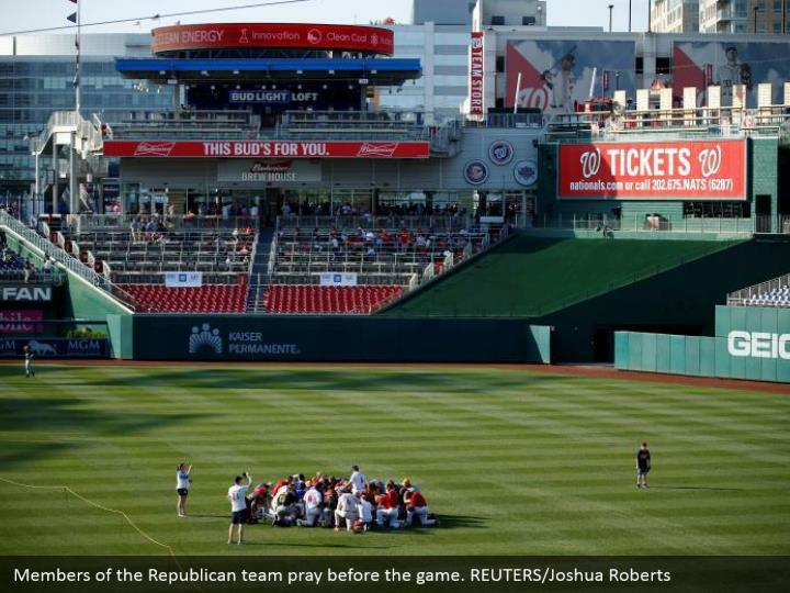 Members of the Republican team pray before the game. REUTERS/Joshua Roberts