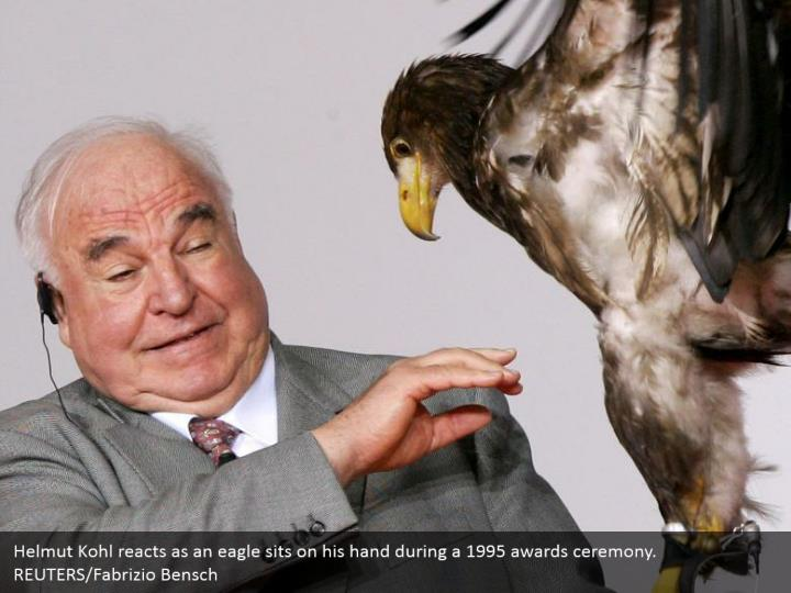 Helmut Kohl reacts as an eagle sits on his hand during a 1995 awards ceremony.  REUTERS/Fabrizio Bensch