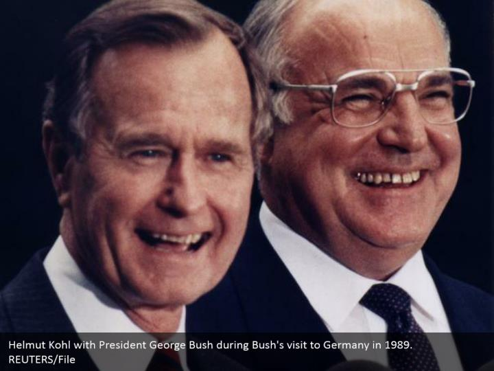 Helmut Kohl with President George Bush during Bush's visit to Germany in 1989.  REUTERS/File