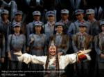 wang lida and other performers acknowledge