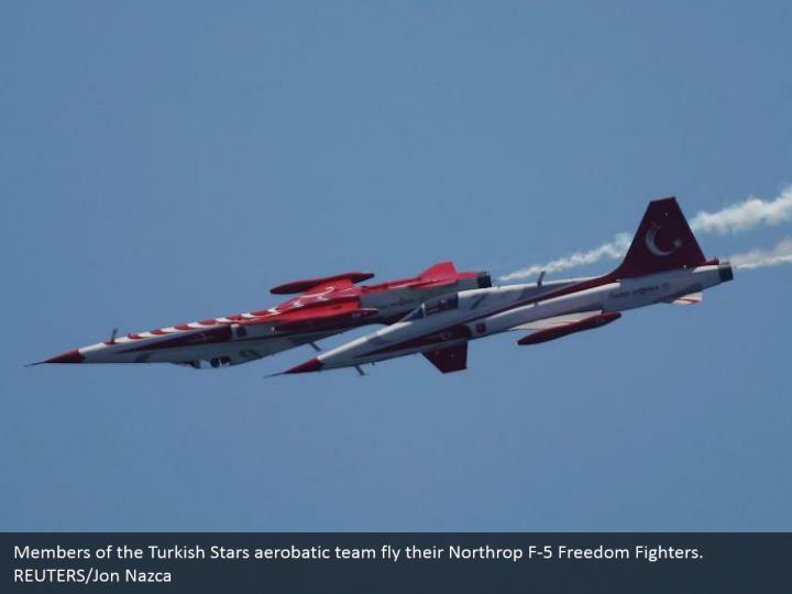 Members of the Turkish Stars aerobatic team fly their Northrop F-5 Freedom Fighters. REUTERS/Jon Nazca