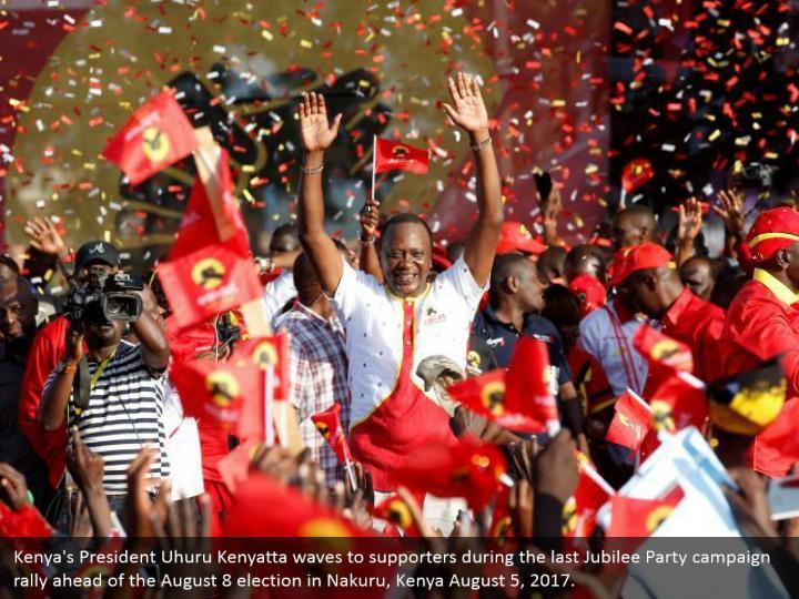 Kenya's President Uhuru Kenyatta waves to supporters during the last Jubilee Party campaign rally ahead of the August 8 election in Nakuru, Kenya August 5, 2017.