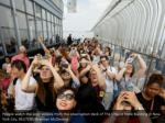 people watch the solar eclipse from