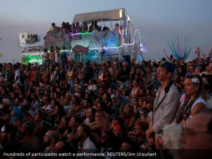 Hundreds of participants watch a performance. REUTERS/Jim Urquhart