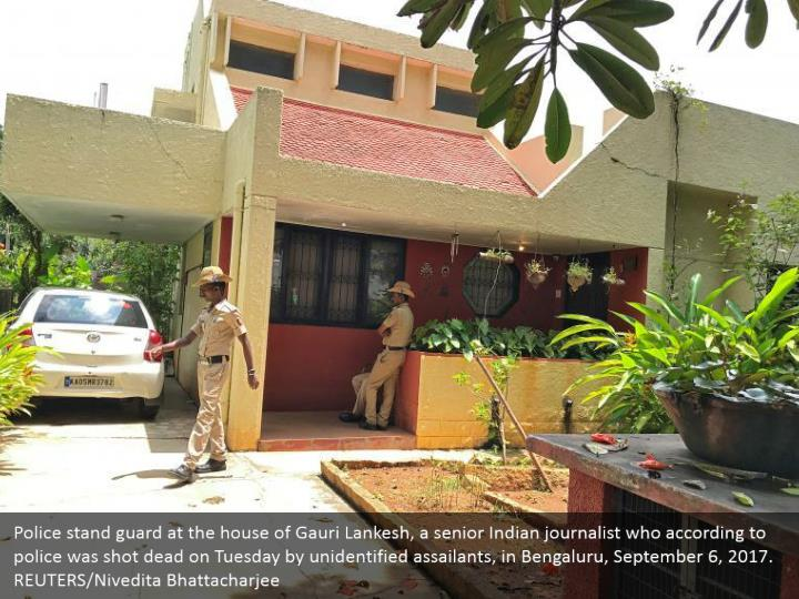 Police stand guard at the house of Gauri Lankesh, a senior Indian journalist who according to police was shot dead on Tuesday by unidentified assailants, in Bengaluru, September 6, 2017. REUTERS/Nivedita Bhattacharjee