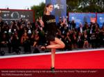 model isabeli fontana poses during a red carpet