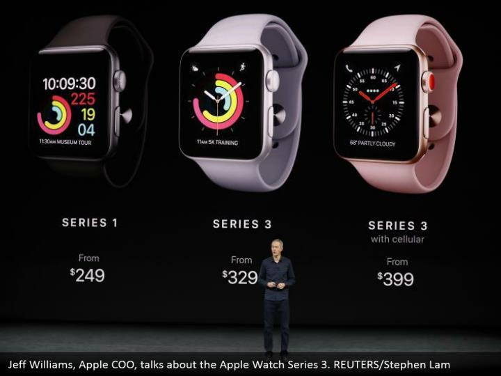 Jeff Williams, Apple COO, talks about the Apple Watch Series 3. REUTERS/Stephen Lam