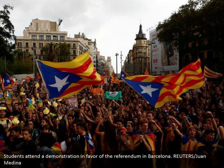 Students attend a demonstration in favor of the referendum in Barcelona. REUTERS/Juan Medina