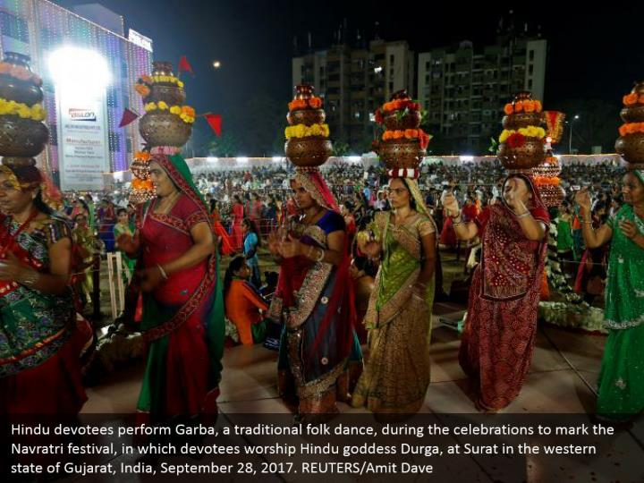Hindu devotees perform Garba, a traditional folk dance, during the celebrations to mark the Navratri festival, in which devotees worship Hindu goddess Durga, at Surat in the western state of Gujarat, India, September 28, 2017. REUTERS/Amit Dave