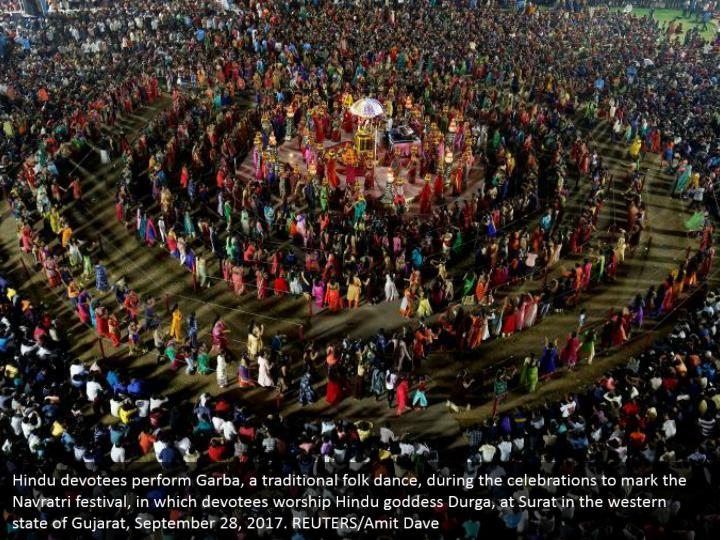 Hindu devotees perform Garba, a traditional folk dance, during the celebrations to mark the Navratri festival, in which devotees worship Hindu goddess Durga, at Surat in the western state of Gujarat, September 28, 2017. REUTERS/Amit Dave
