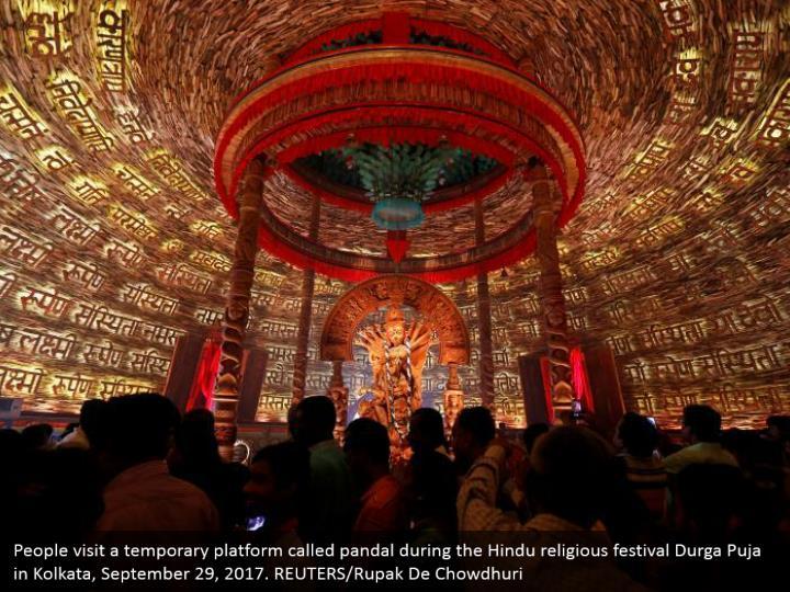 People visit a temporary platform called pandal during the Hindu religious festival Durga Puja in Kolkata, September 29, 2017. REUTERS/Rupak De Chowdhuri