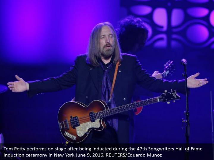 Tom Petty performs on stage after being inducted during the 47th Songwriters Hall of Fame Induction ceremony in New York June 9, 2016. REUTERS/Eduardo Munoz