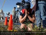 rebecca thompson prays after placing flowers near