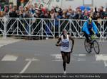 kenyan geoffrey kamworor runs in the lead during