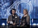 nick jonas and kelly clarkson present the award
