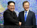 south korean president moon jae in shakes hands