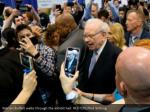 warren buffett walks through the exhibit hall