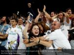 real madrid fans celebrate their second goal