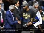 kevin durant shakes hands with former nba player