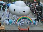 a little cloud balloon is carried down 6th avenue