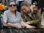israeli soldier shira tessler holds the hand 1